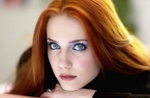 Blaue augen haut haare helle rote Welche Haarfarbe